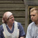 Äiti ja Eino kaivolla_IMG_9113