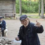 Ohjaaja Pekka Saaristo. Taustalla Pertti Heino.